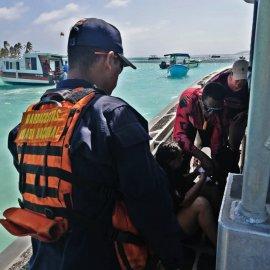 Armada de Colombia evacúa a turista lesionada